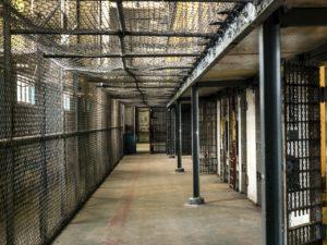sta znaci sanjati zatvor snovi sanovnik