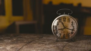 sanjati sat budilnik snovi
